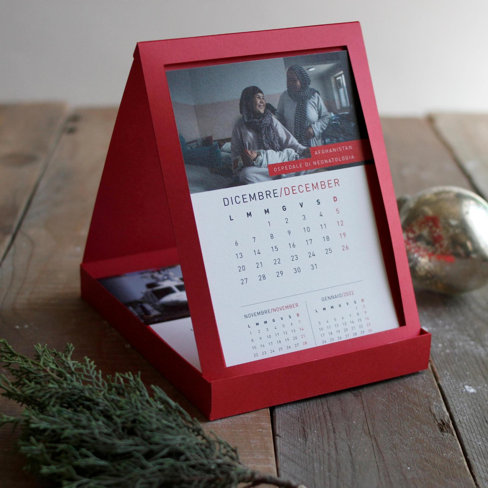 Calendario 2021 2022 Da Compilare Calendario da tavolo 2021 | Regali aziendali solidali Medici Senza